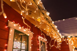 Dallas Roofing Company – Holiday Lights Safety Tips!